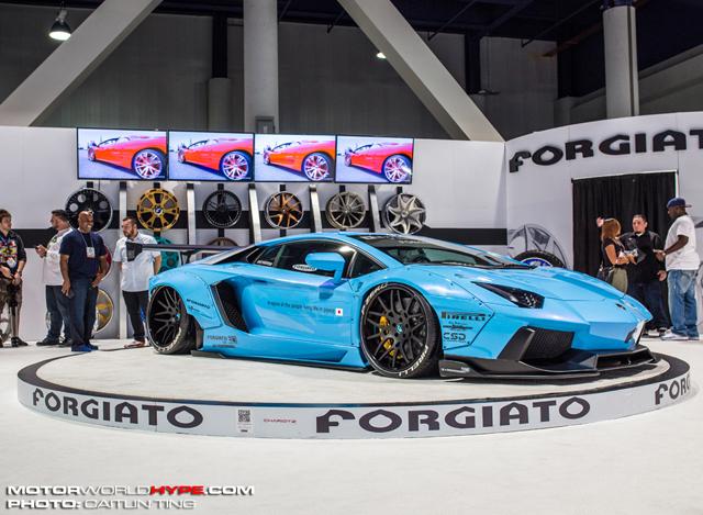 SEMA2014_LibertyWalk_LamborghiniAventador_small2