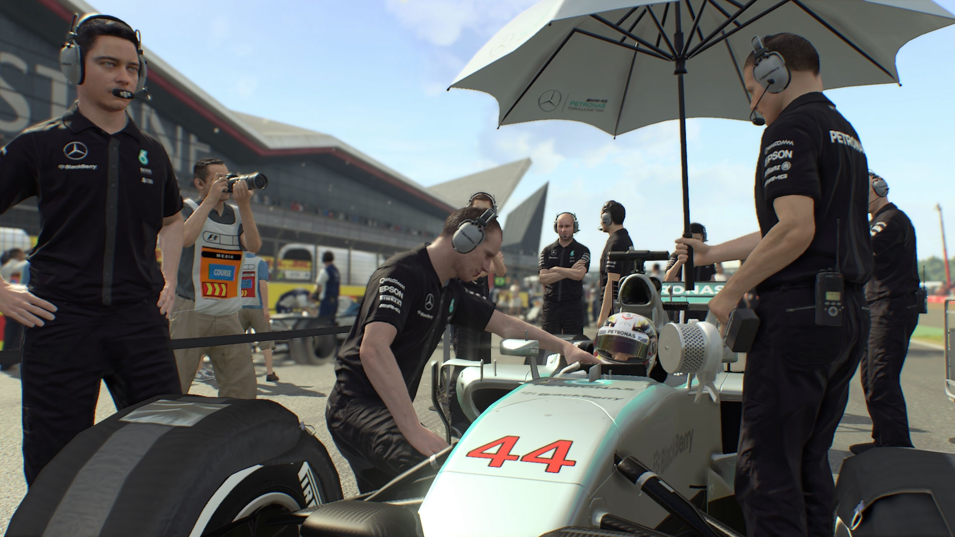 Codemasters_F1_2015_Silverstone_9