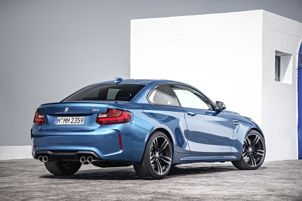 2016_BMW_M2_Coupe_12
