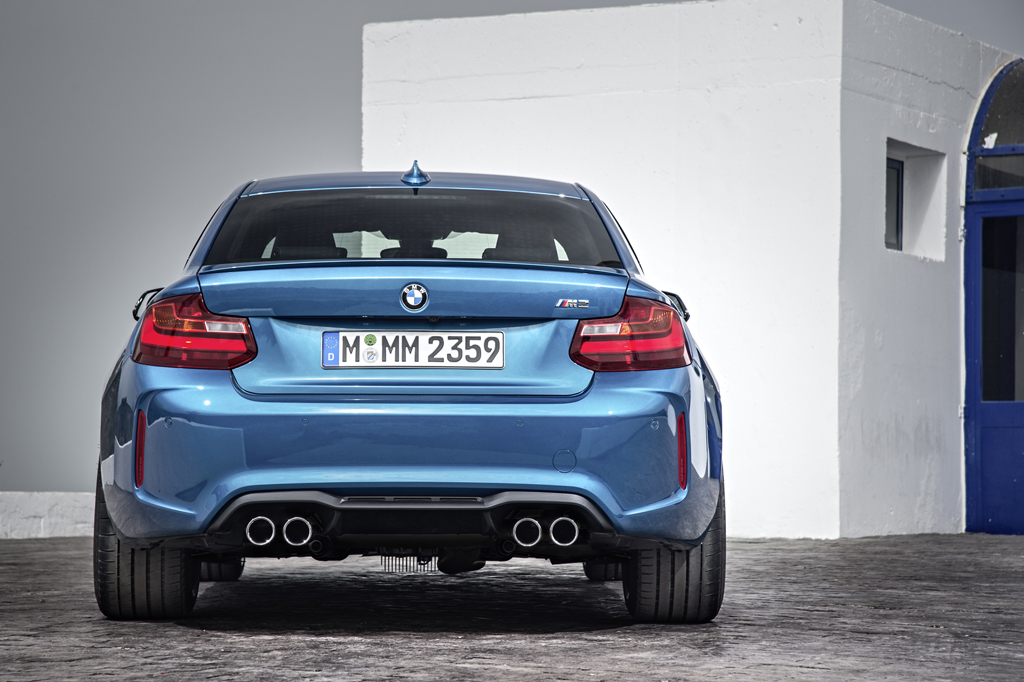 2016_BMW_M2_Coupe_13
