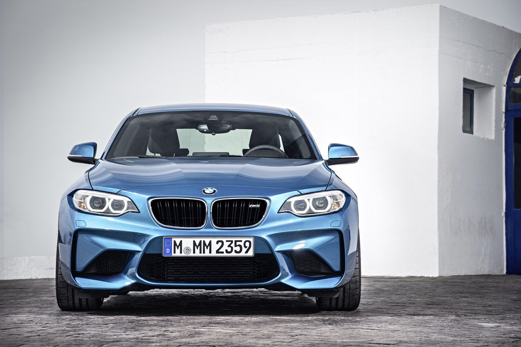2016_BMW_M2_Coupe_14