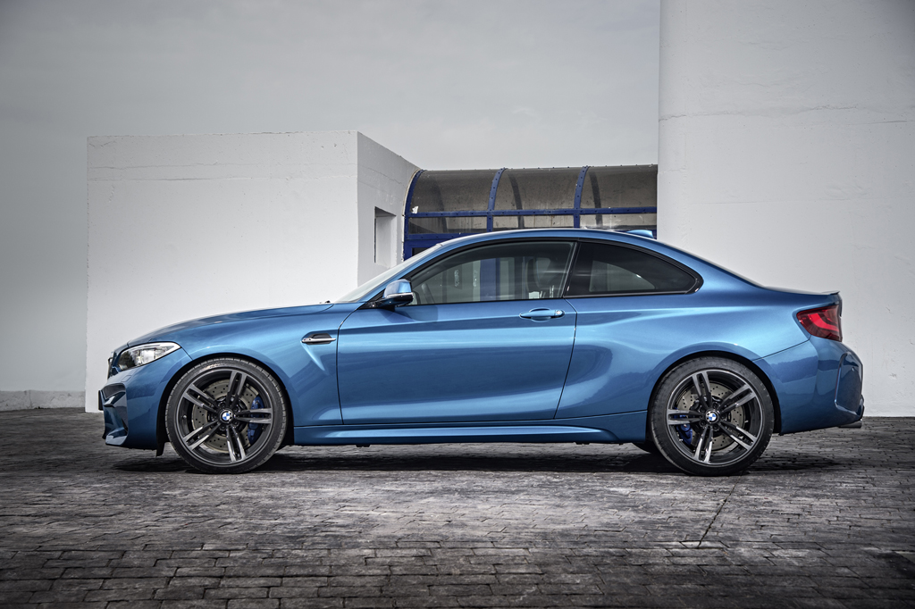 2016_BMW_M2_Coupe_15