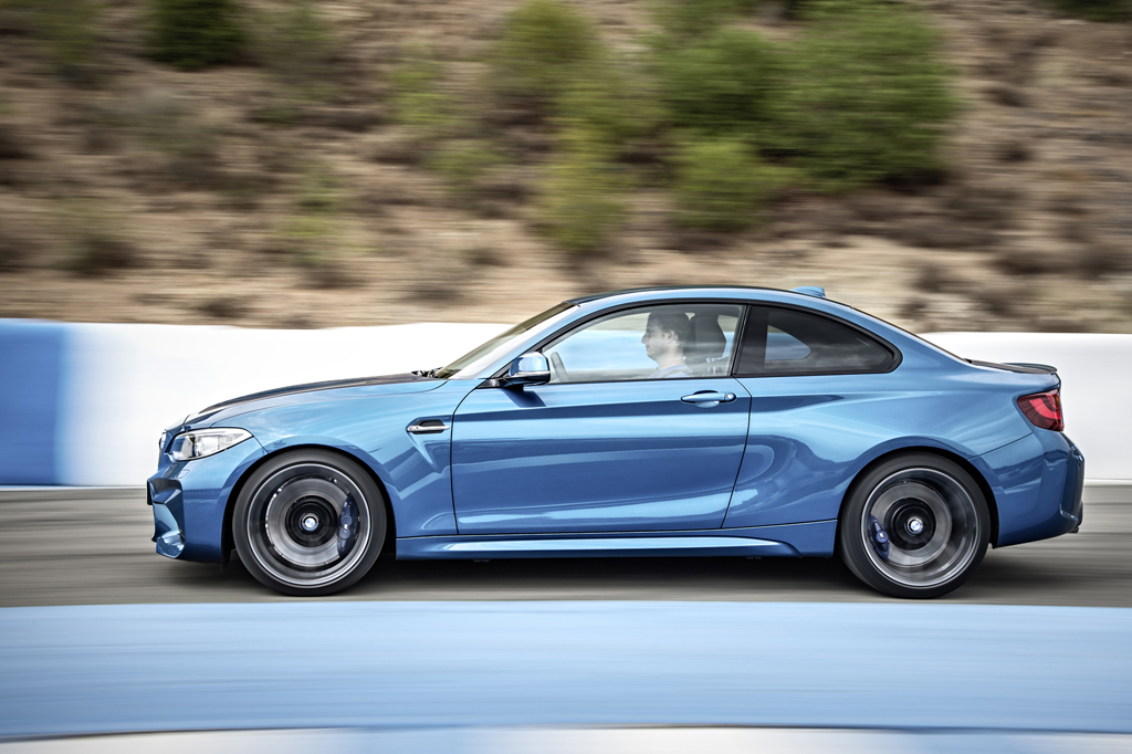 2016_BMW_M2_Coupe_17