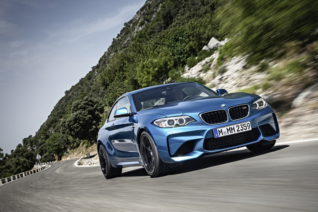2016_BMW_M2_Coupe_18