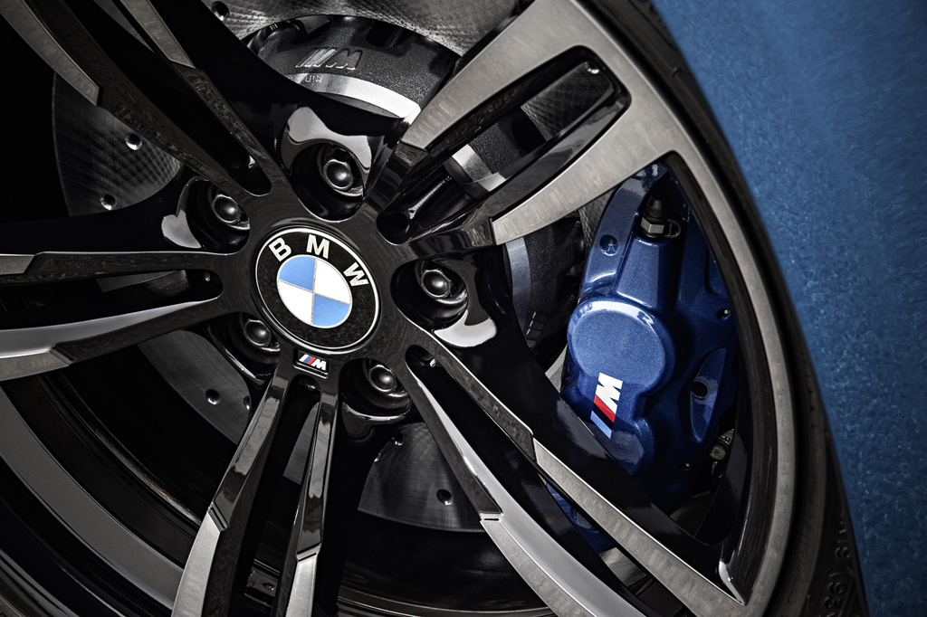 2016_BMW_M2_Coupe_23