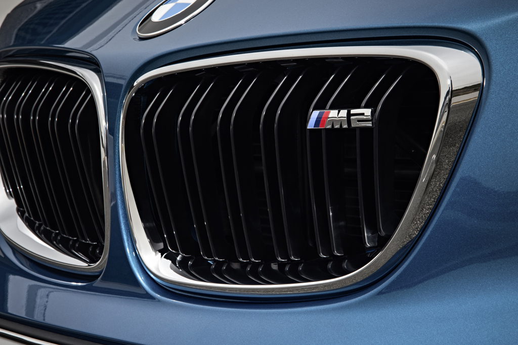 2016_BMW_M2_Coupe_24