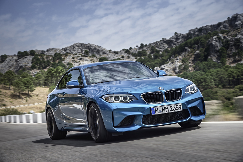 2016_BMW_M2_Coupe_26
