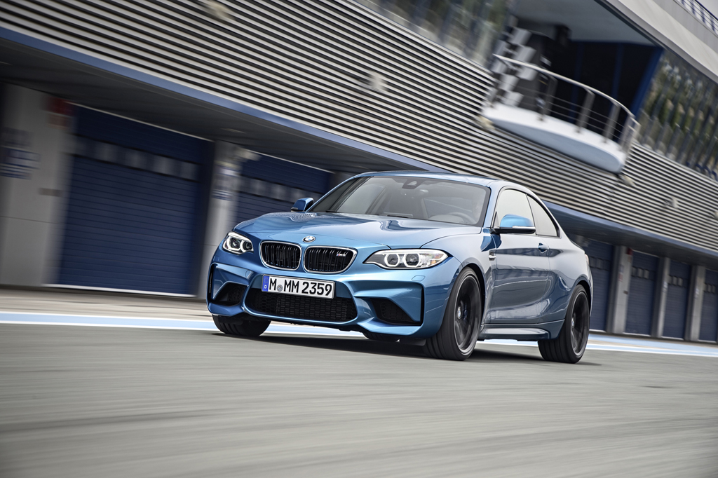 2016_BMW_M2_Coupe_27