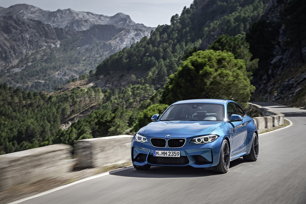 2016_BMW_M2_Coupe_32