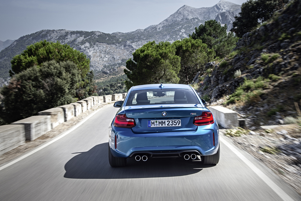 2016_BMW_M2_Coupe_33