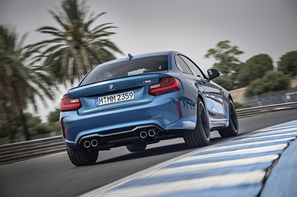 2016_BMW_M2_Coupe_35