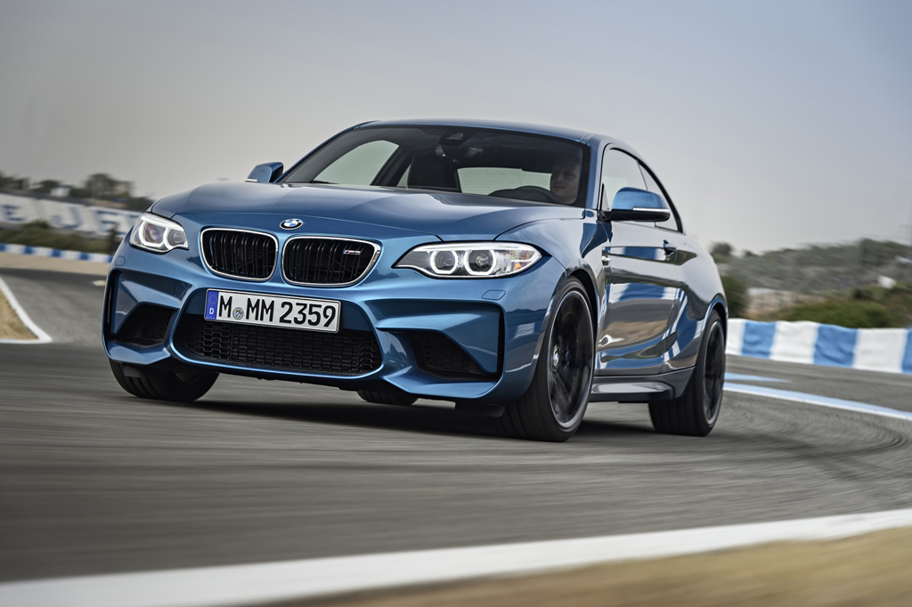 2016_BMW_M2_Coupe_36