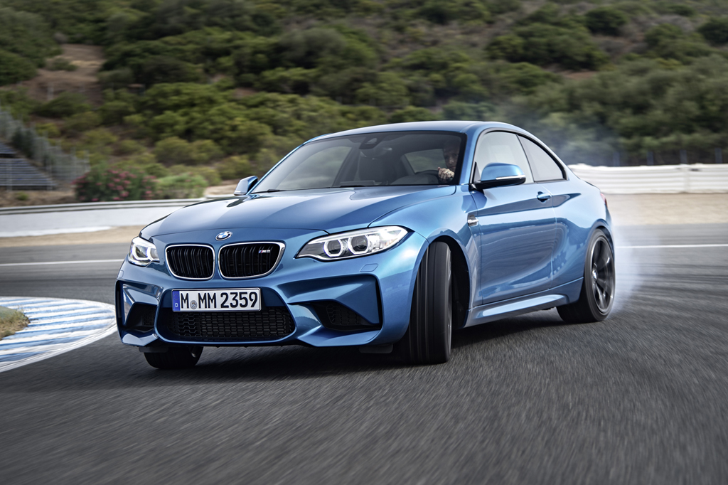 2016_BMW_M2_Coupe_37