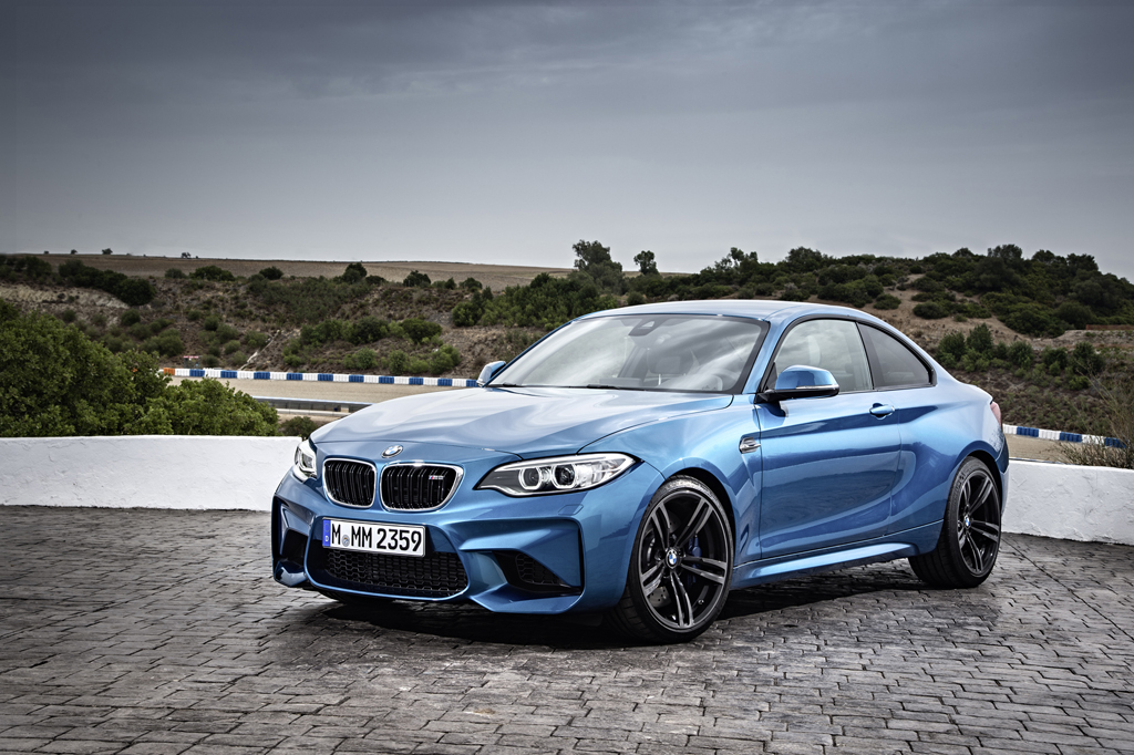 2016_BMW_M2_Coupe_39
