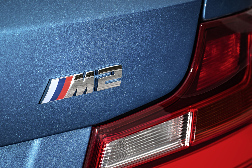 2016_BMW_M2_Coupe_41