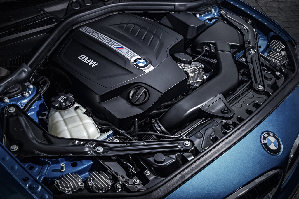2016_BMW_M2_Coupe_43