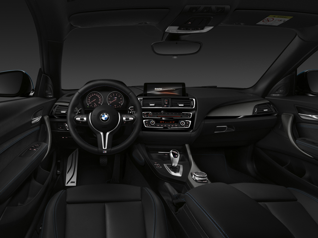 2016_BMW_M2_Coupe_48