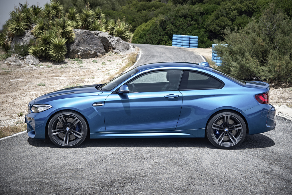 2016_BMW_M2_Coupe_5