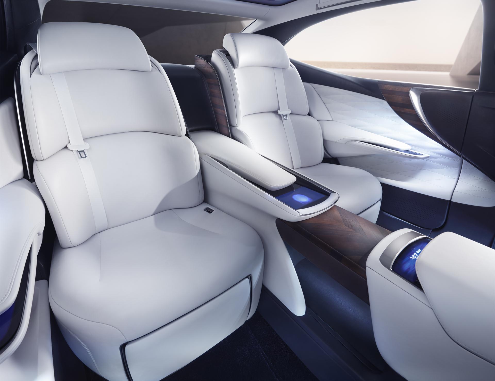 Lexus_LF_FC_Concept_17