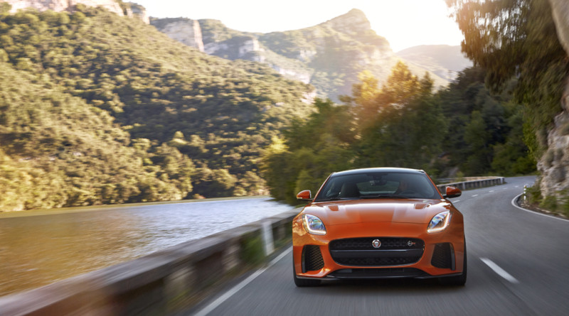 2017_Jaguar_F-TYPE_SVR_12