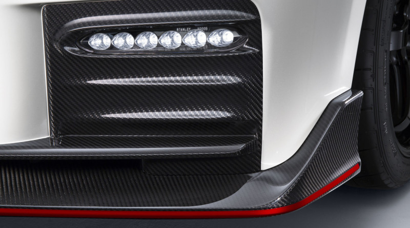 2017_Nissan_GT-R_Nismo_1