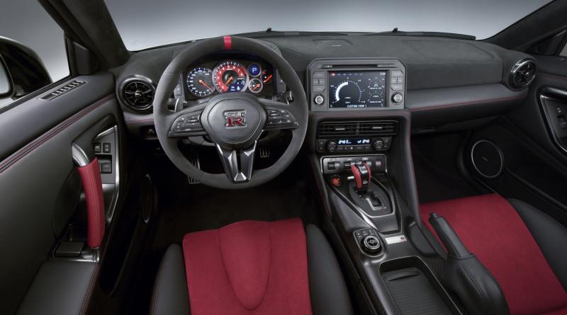 2017_Nissan_GT-R_Nismo_10