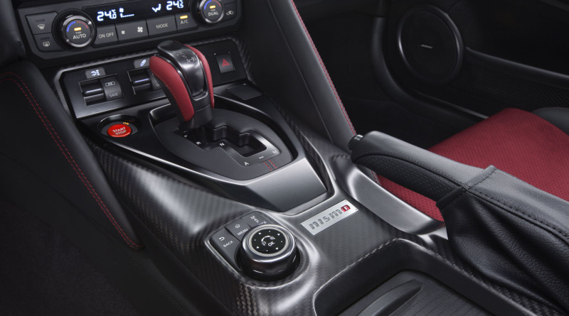 2017_Nissan_GT-R_Nismo_12