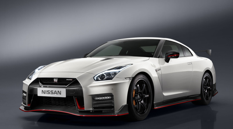 2017_Nissan_GT-R_Nismo_2