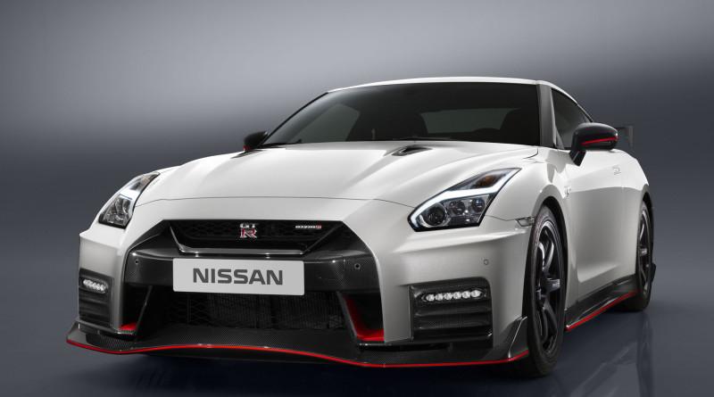 2017_Nissan_GT-R_Nismo_3