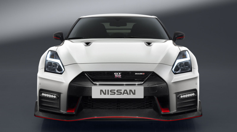 2017_Nissan_GT-R_Nismo_4