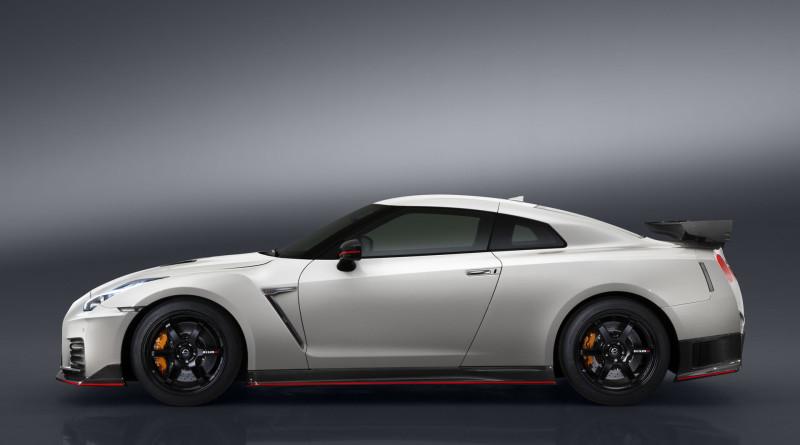 2017_Nissan_GT-R_Nismo_5