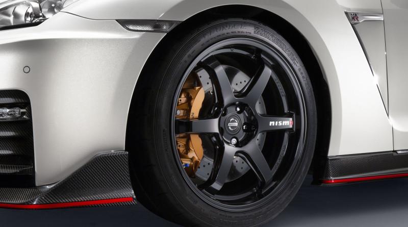 2017_Nissan_GT-R_Nismo_8