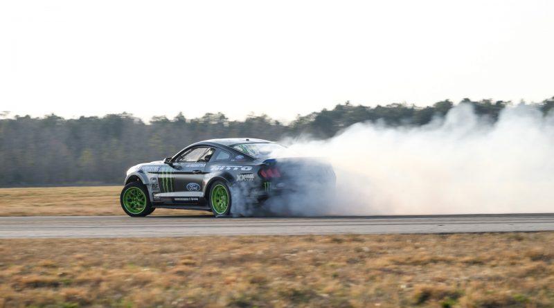 2017-RTR-Motorsports-Vaughn-Gittin-Chelsea-DeNofa-test-10