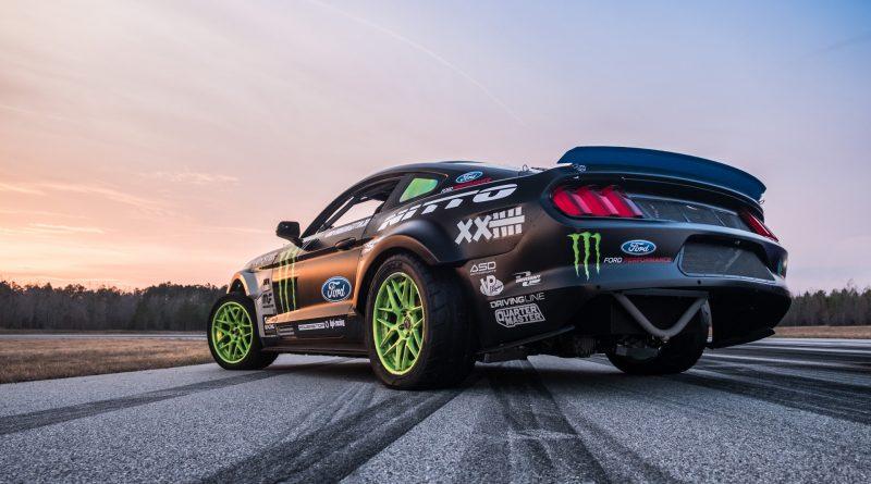 2017-RTR-Motorsports-Vaughn-Gittin-Chelsea-DeNofa-test-11