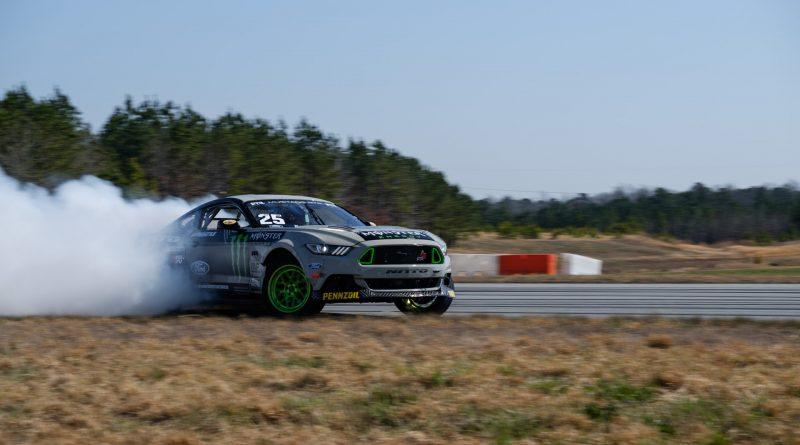2017-RTR-Motorsports-Vaughn-Gittin-Chelsea-DeNofa-test-4