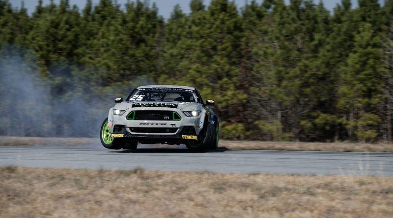 2017-RTR-Motorsports-Vaughn-Gittin-Chelsea-DeNofa-test-5