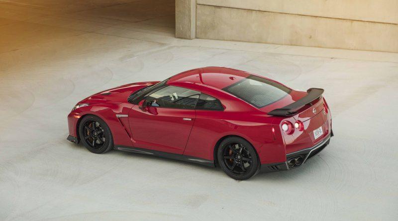 2017_Nissan_GT_R_Track_Edition_02