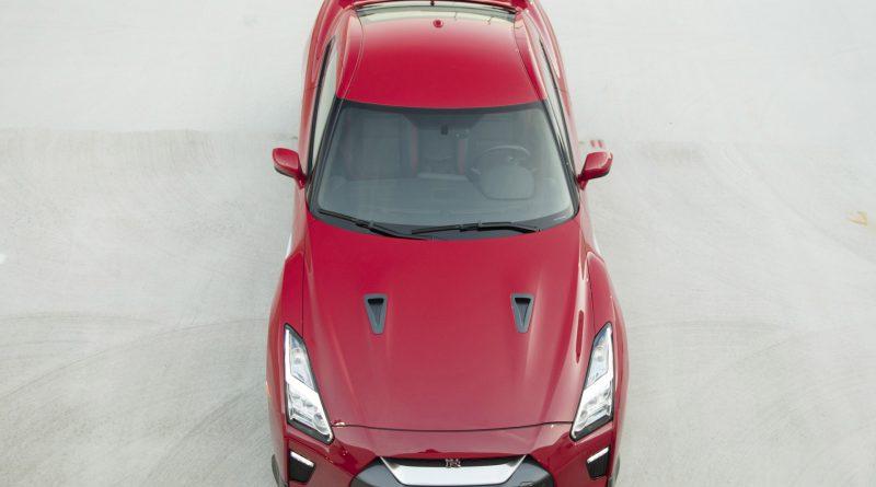 2017_Nissan_GT_R_Track_Edition_03
