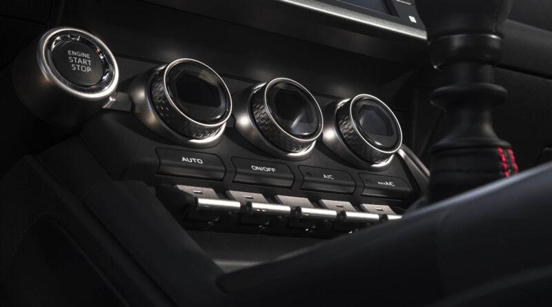 2022 Subaru BRZ interior climate control knobs