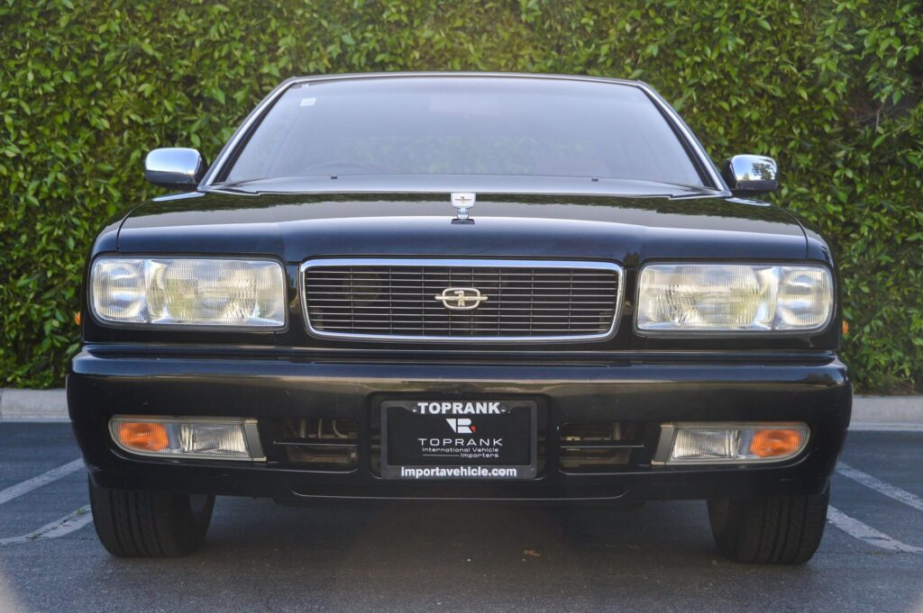 1995 Nissan Gloria sedan front view