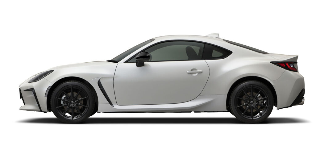 white 2022 Toyota GR 86  side view
